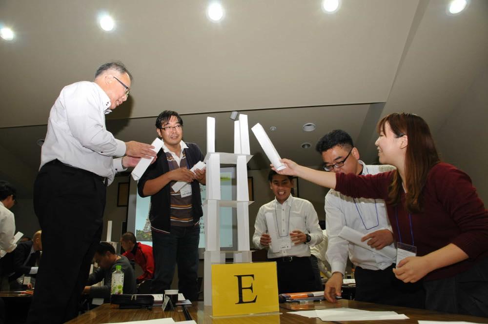 【技】できるだけ高く紙の塔を作れ!